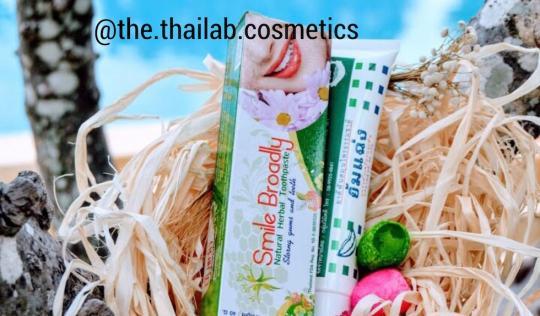 Тайская Натуральная Концентрированная Отбеливающая Зубная Паста 40 г Smile Broadly Natural Herbal Toothpaste